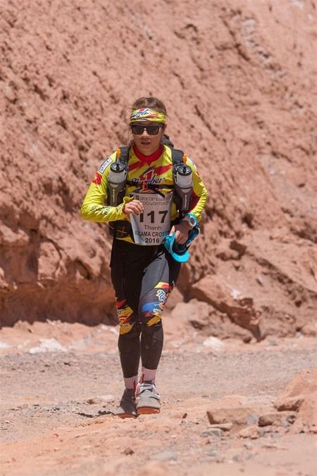 người phụ nữ đua với mình